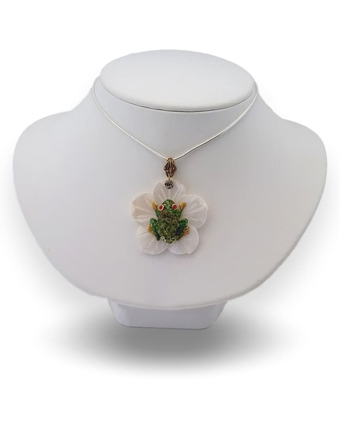 20170803_131215 Tree Frog Necklace White Lotus #2 copy_clipped_rev_3